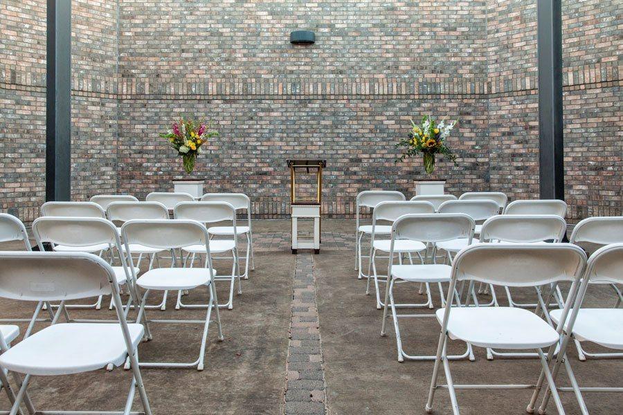 lakeridge_courtyard_seating_web